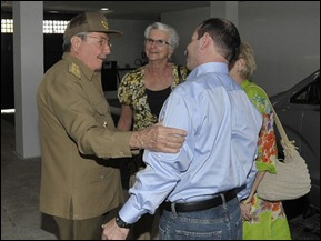 Fernando González Llort a su llegada a La Habana junto a Raúl, su  madre y esposa