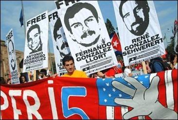 Activistas italianos exigen libertad para #LosCinco