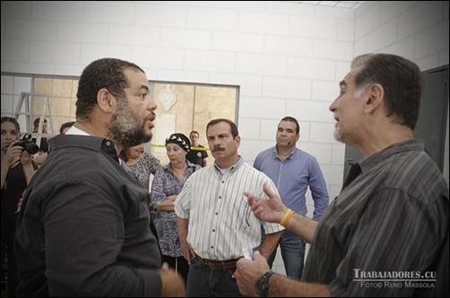 Alexis Leyva conversa con René González y Fernando González