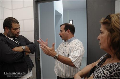 Alexis Leyva conversa con Fernando González y Olga Salanueva