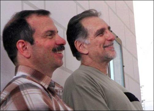 Los luchadores antiterroristas y Héroes de la República de Cuba Fernando González Llort (I) y René González Sehwerert (D).