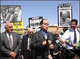 Santiago Álvarez, izquierda, tiene largo historial de actividad terrorista y como operativo de la CIA.