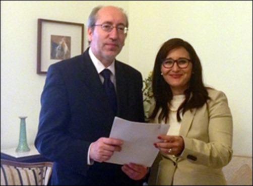 Entrega-carta-Diputado-Antonio-Filipe-a-Embajadora-de-Cuba