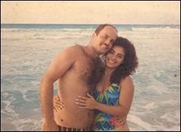Gerardo y Adriana en la playa