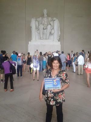 Carmen Diniz, Comité Carioca, en el Memorial Abraham Lincoln, en Washington DC