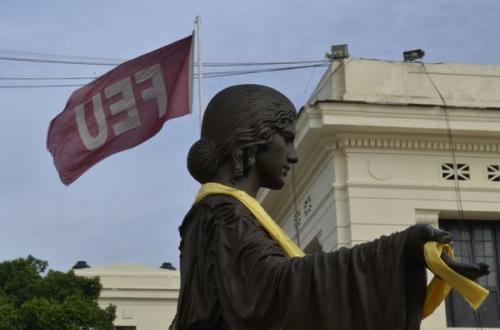 Antonio Gutiérrez L. @Calibancubano El Alma Mater de la Universidad de La Habana en un selfie por los 5