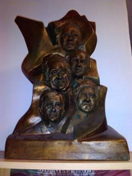 Escultura en bronce, Comité de Solidaridad con Cuba, Principado de Asturias, España