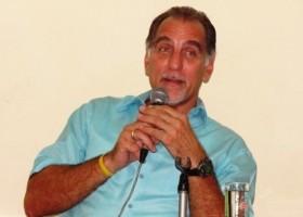 René González durante su intercambio con la prensa nacional. Foto del autor