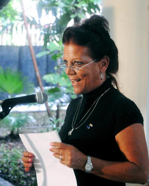 CUBA-LA HABANA- MEDALLA DE LA AMISTAD A ALICIA JRAPKO Y BILL HACWELL