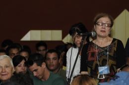 Tamara Tákova hace uso de la palabra en la seción del X Coloquio Internacional por la Libertad de los Cinco en la UCI