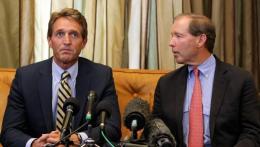 Senadores estadounidenses Tom Udall y Jeff Flake