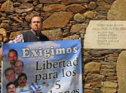 Pancarta del Comité por la Liberación de los Cinco de Cádiz