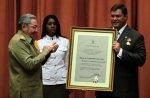 Condecoracion por Raul Castro a Ramon Labanino con el titulo honorifico de Heroe de la Republica de Cuba
