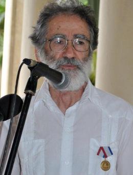 Nino Pagliccia condecorado con Medalla de la Amistad en el ICAP. Autor Karoly Emerson (Siempre con Cuba)