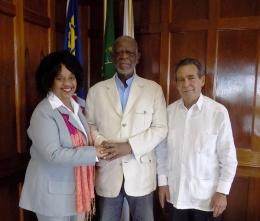 Olaida Cabrera, Directora de África y Medio Oriente del Instituto Cubano de Amistad con los Pueblos ICAP, junto a Theo Ben Gurirab, en Namibia