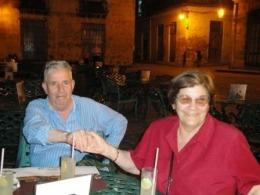 valentin-huerta-en-la-habana-con-su-esposa-coloquio-por-los-5-2010