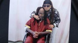 Mumia Abu-jamal en silla de ruedas